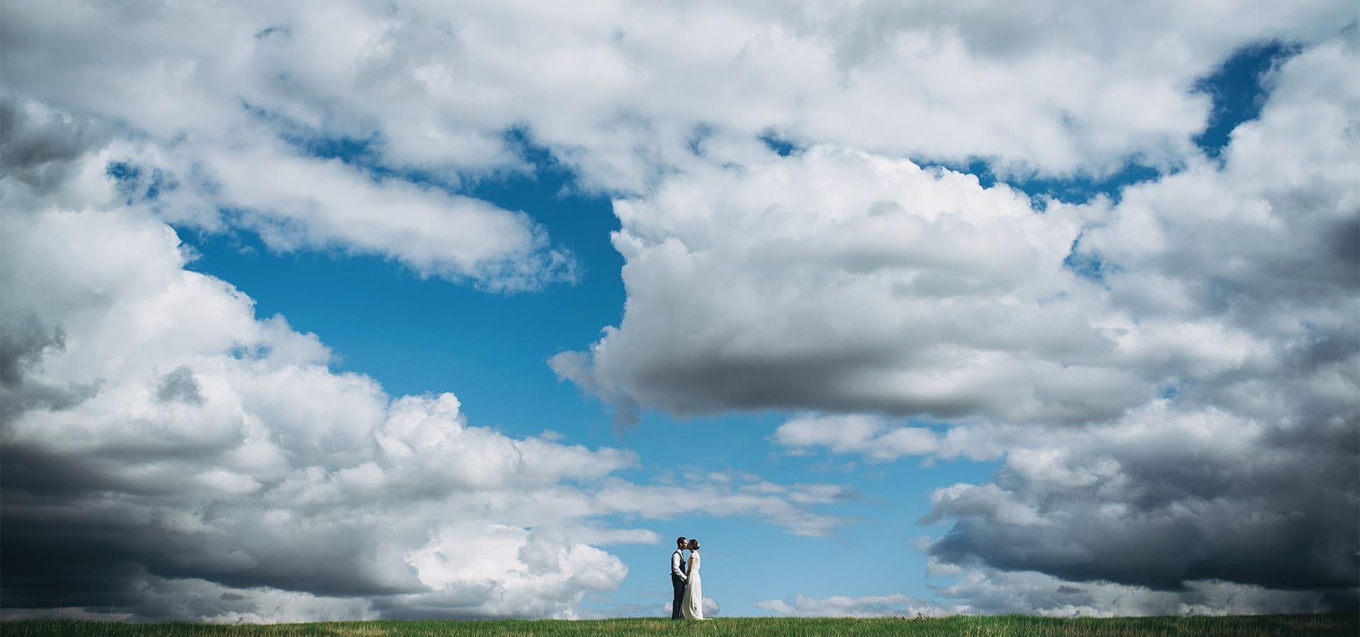 northamptonshire-wedding-photographer-bride-groom-big-sky