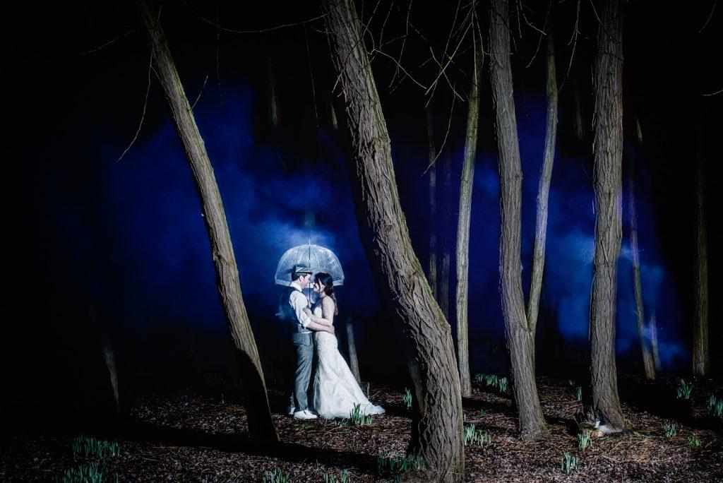 bride and groom smoke woods