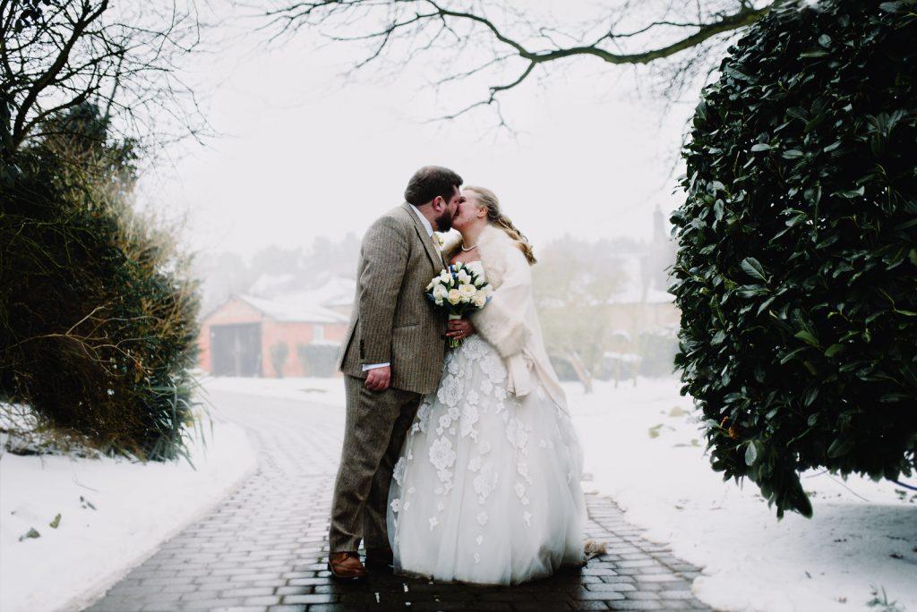 dodmoor-house-wedding-winter-snow-222