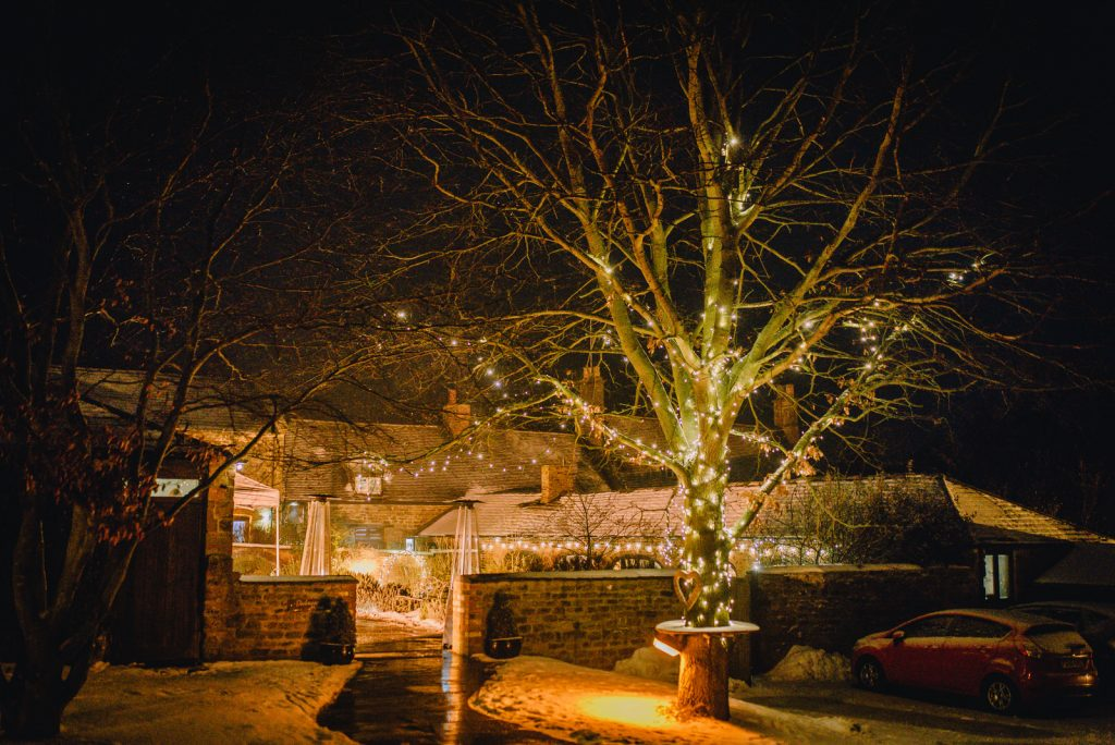 dodmoor-house-wedding-winter-snow-545